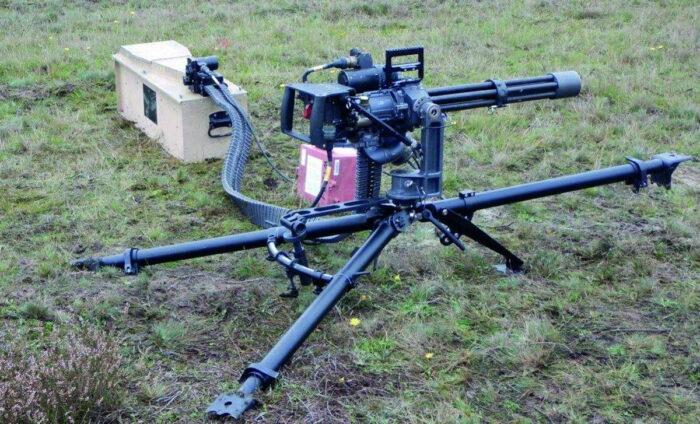 Современный пулемет MG6 на треноге