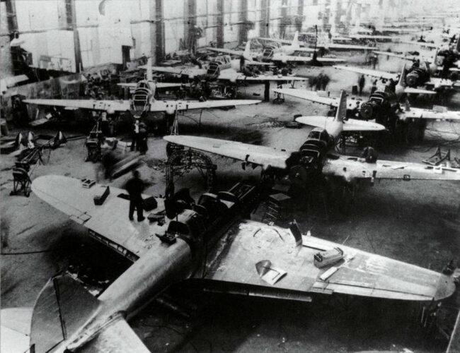Сборочная линия штурмовиков Ил-2
