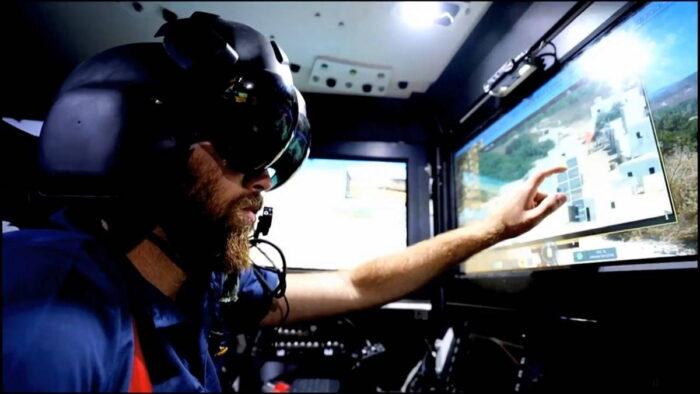 Испытатель в шлеме IRON VISION