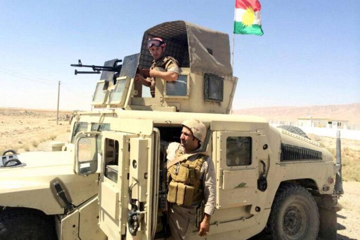 Бойцы курдской пешмерга на автомобиле «Хамви»