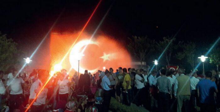 Поставив себя на пути танков, гражданское население Анкары предотвратило попытку государственного переворота в июле 2016 года.