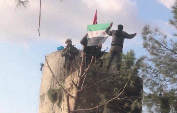Поддерживаемые Турцией боевики «Свободной сирийской армии» во время операции «Оливковая ветвь» в начале 2018 года