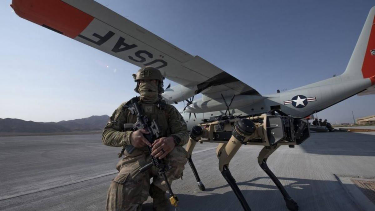 Роботы-собаки охраняют аэродромы ВВС США