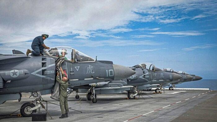 Самолеты AV-8B Harrier II