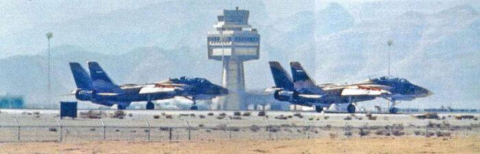 Авиабаза Хатами. Взлет пары F-14. Фото времен ирано-иракской войны