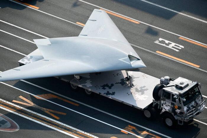 Малозаметный разведывательно-ударный БПЛА GJ-11 на параде
