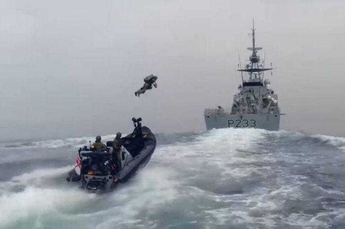 Морская пехота Великобритании тестирует реактивный ранец