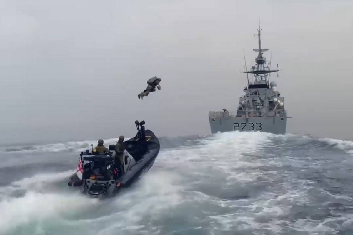 Морская пехота Великобритании испытывают реактивный ранец