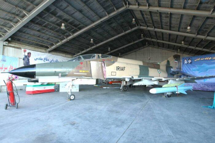 Иранский истребитель F-4 с ПКР «Кадер»