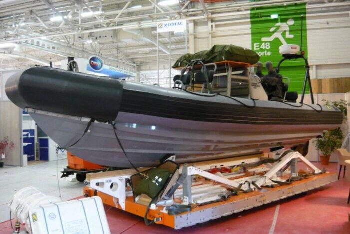 Средство десантирования надувных лодок с жестким корпусом