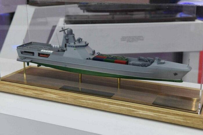 Средний десантный корабль (СДК) проекта 21810. Макет