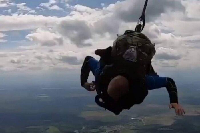 Специальнывй парашют для боевых пловцов