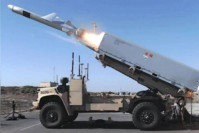 Ракета NAVAL STRIKE MISSILE на автомобильной платформе