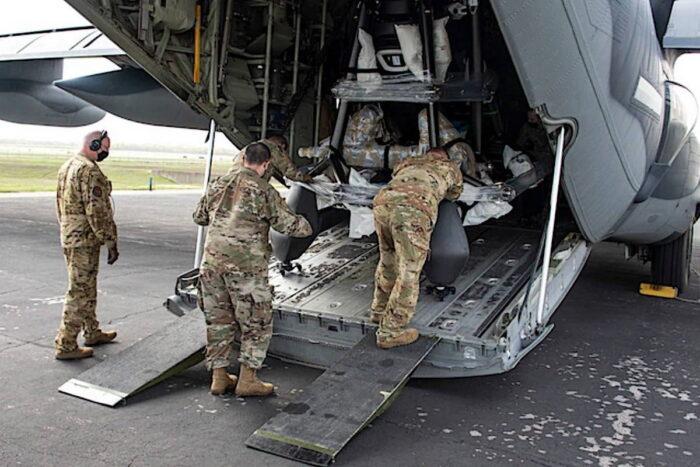ЛА HEXA. Выгрузка из C-130 в международном аэропорту Остин-Бергстром, штат Техас после перелета из Огайо. Март 2021 года.